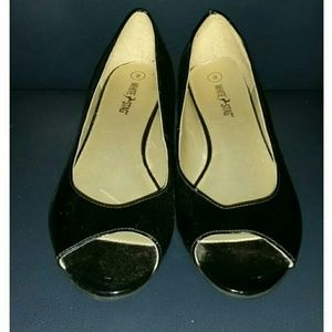 White Stag Black Open Toed Wedges